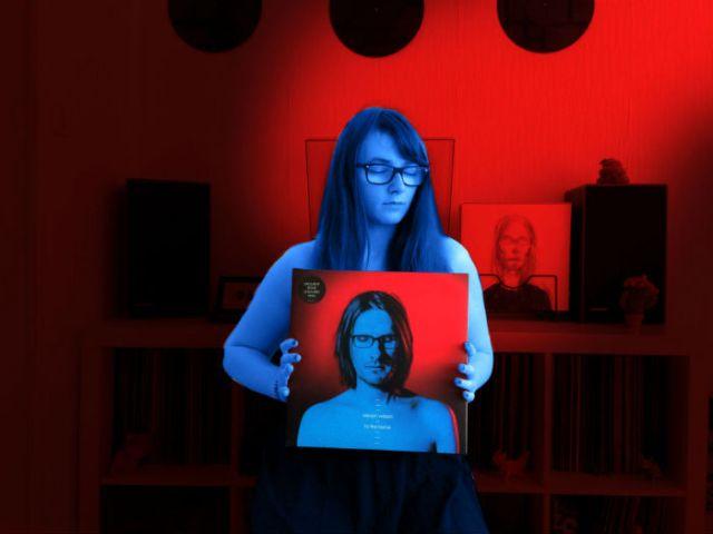hello vinyl holds the album to the bone by steven wilson