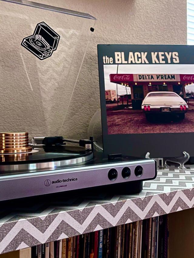 le vinyle el camino de the black keys sur une platine