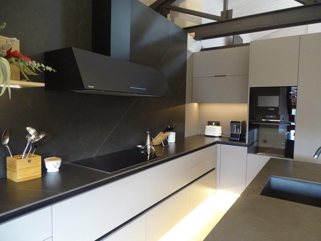 cuina fenix gris i negre
