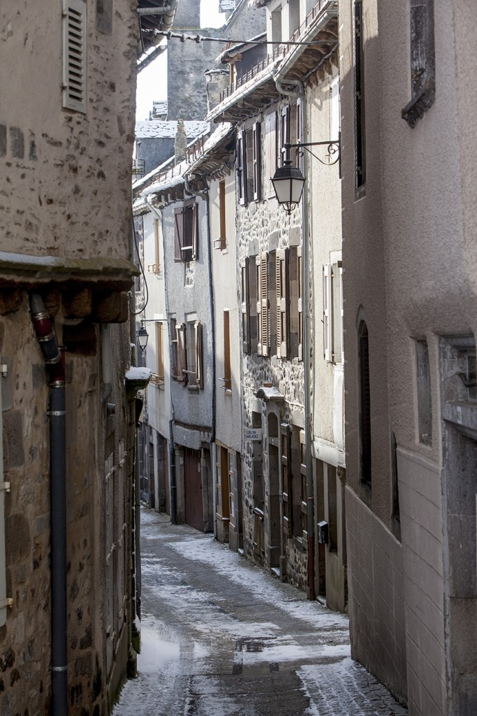 © Pierre SOISSONS - ruelle village carladez