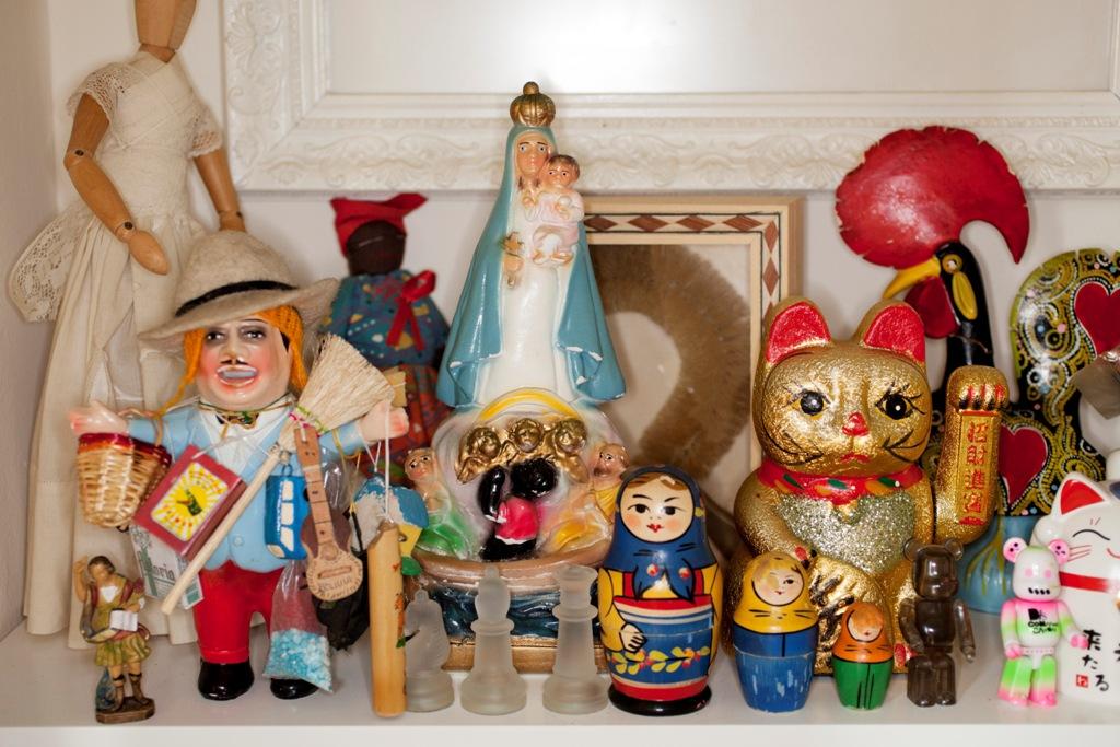 España, Madrid, La colección de Juanjo Fuentes en su casa, Martin Parr, 2012, Imagen compartida desde web del CCCB