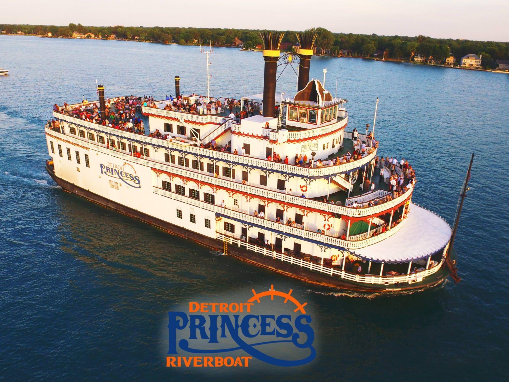 11Detroit Princess Riverboat with passengers