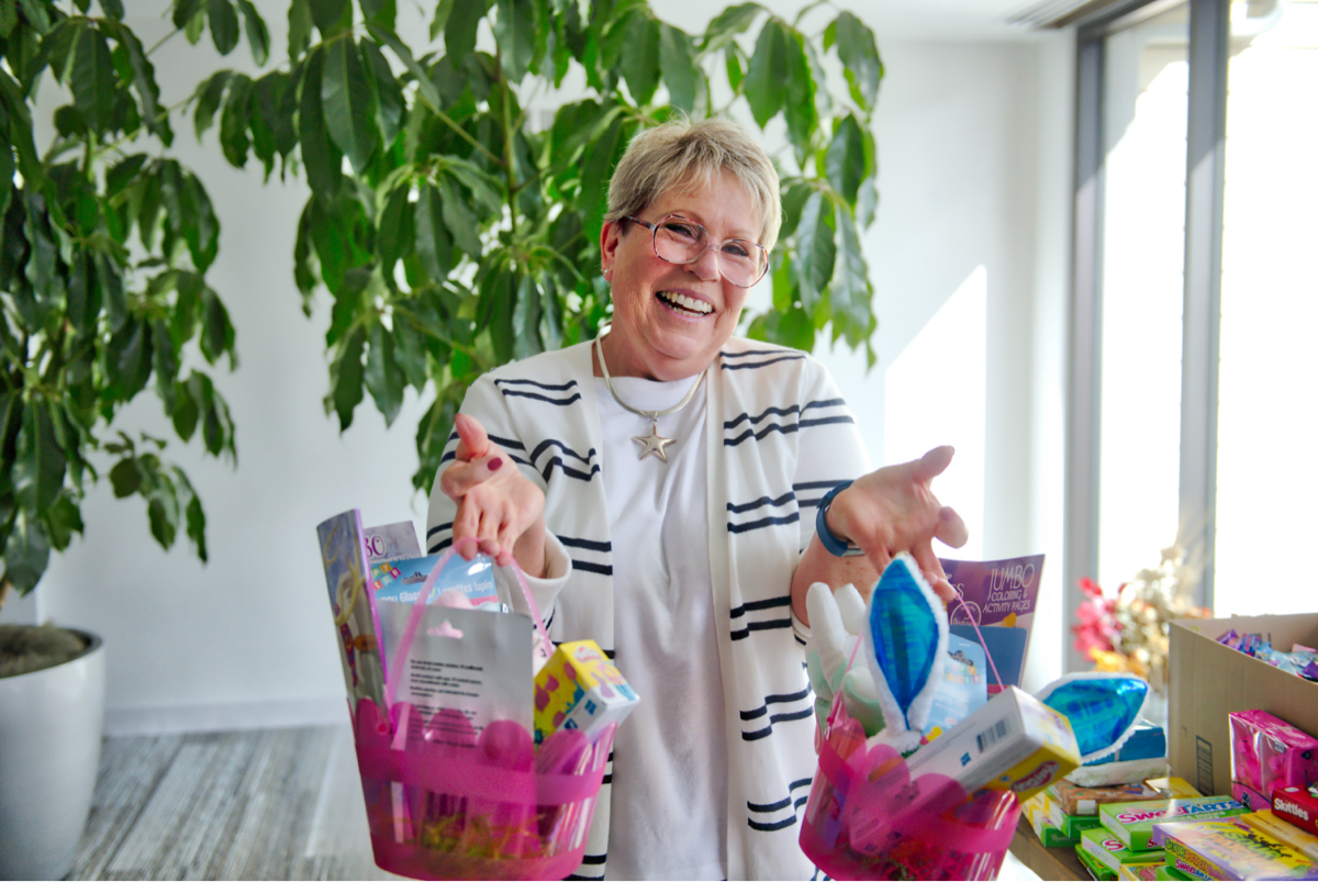 easter-basket-outreach-ccpc-volunteer