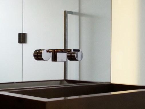 Modern sink installation