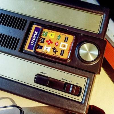 Qui una pellicola Overlay dell'Intellivision Flashback infilata in un controller originale del Mattel Intellivision: le pellicole sono perfette!