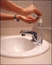 uso de un limpiador de manos