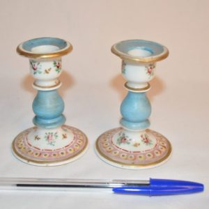 Paires de bougeoir miniature en porcelaine polychrome