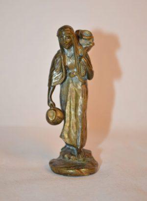 """Ruffino Besserdich: """"Le porteur d'eau"""" Petite Sculpture en bronze moulé signé"""