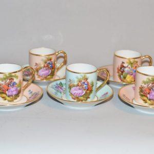 Porcelaine Limoges: 5 tasses et sous-tasses a café/moka Dinette- décor dans le mouvement Rococo- Dessin signé Fragonard