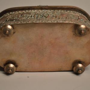 Boite à bijoux XIXème en métal cuivré repoussé a décor de chasse...