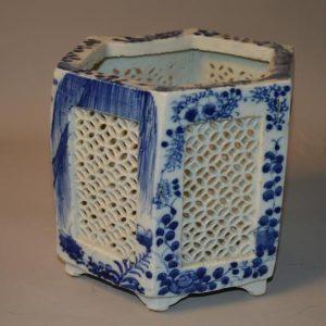Brûle-parfum ajouré en porcelaine de Japon, époque Meiji, 19 ème