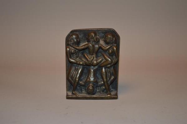 Inde: Piece en bronze scènes érotiques Kamasutra