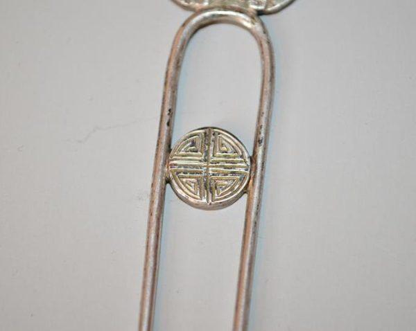 Kanzashi japonais en métal argenté - signe Svastika