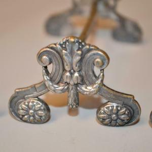 Cinq porte couteaux en métal argenté de style LOUIS XVI