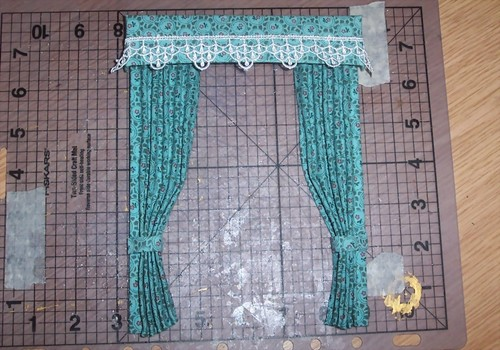 Learn to make dolls house curtains with Elwendell aka