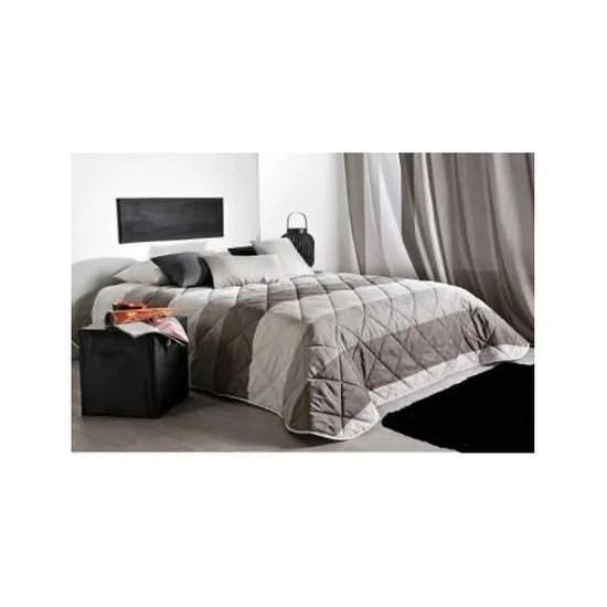 couvre lit matelasse a large rayure horizontale