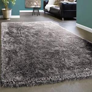 tapis shaggy gris brillant