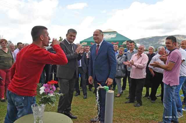 2017-09-13-PPV-i-ministar-poljoprivrede-Milutin-Simovic-Otvaranje-Vodovoda-Ducice-FOTO-5.jpg