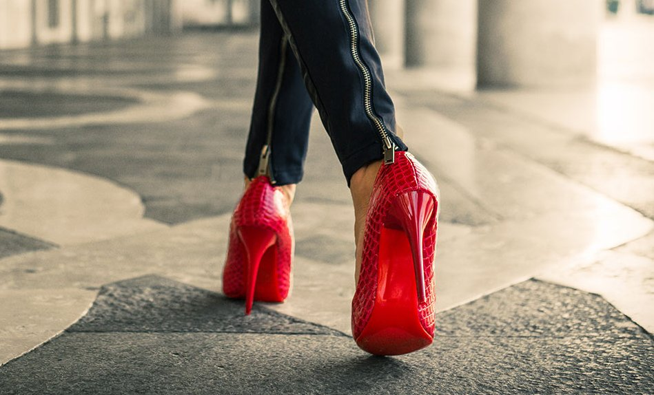 How-To-Walk-In-High-Heels-Learning-The-Art-1.jpg