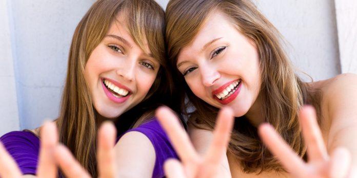 o-FEMALE-FRIENDS-facebook.jpg