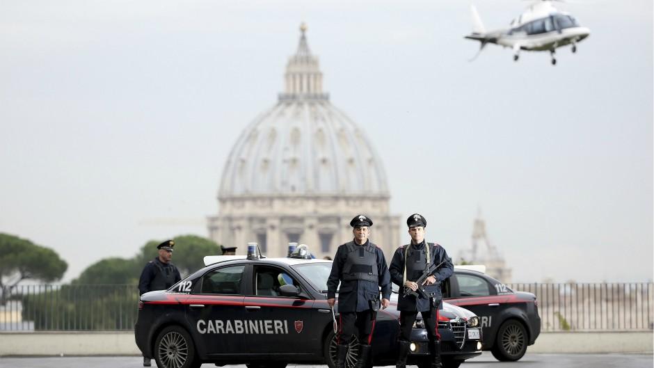 italija-policija-karabinjeri-reuters-Alessandro-Bianchi.jpg