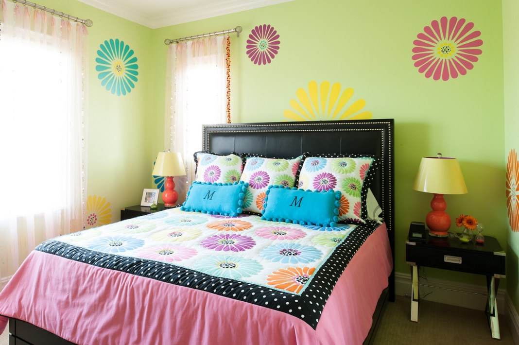 Girls-Room-Paint-Ideas-Flowers-Designs.jpg
