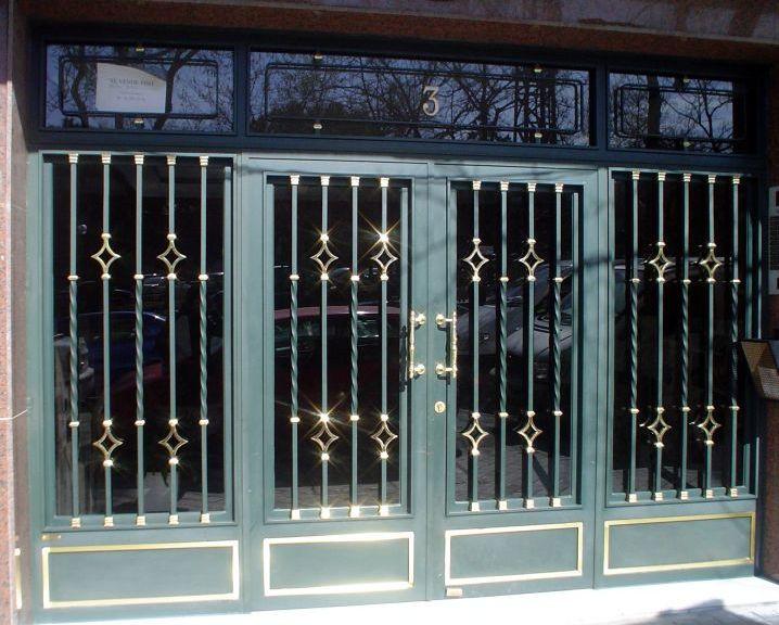 Puertas de portal de hierro y forja portales de comunidad for Modelos de puertas de forja