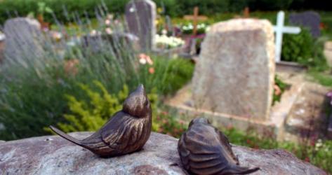 Ein Bild mit Symbolkraft: Die Friedhofsgebühren steigen.