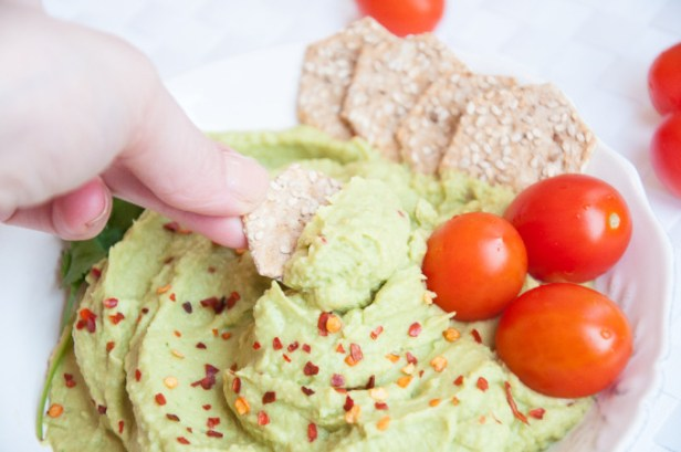 Avocado_Hummus-11-e1423947110974