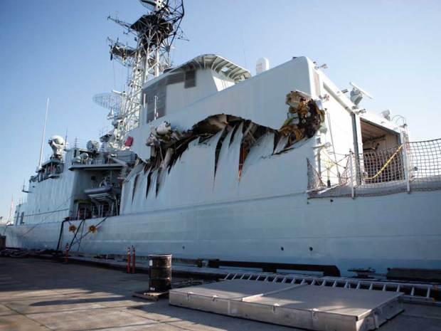 warships-collide