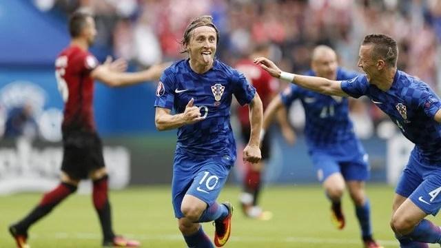 De fora da área, Modric garantiu a vitória croata - Foto: GE