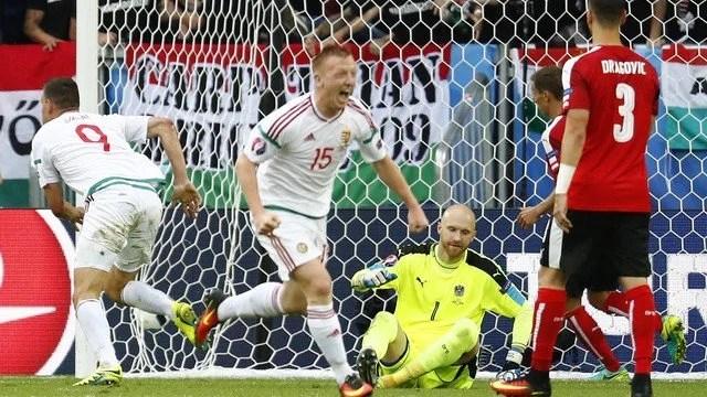 Szalai e Stieber decretaram a vitória Húngara diante da Áustria - Foto: GE