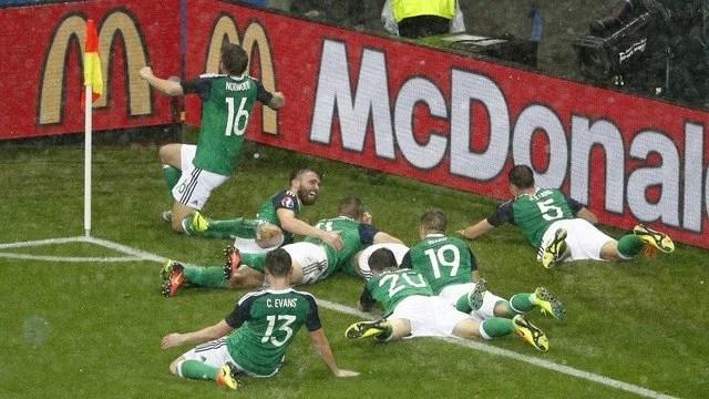 No Stade des Lumières, a Irlanda do Norte jogou como nunca e bateu o pequeno favoritismo ucraniano: gols de McAuley e McGinn. - Foto: GE