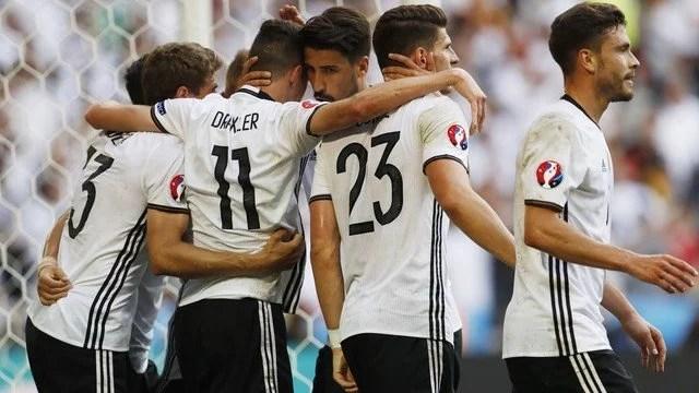 Sem muita dificuldade, a Alemanha derrotou a Eslováquia e se garantiu nas quartas-de-final. - Foto: GE