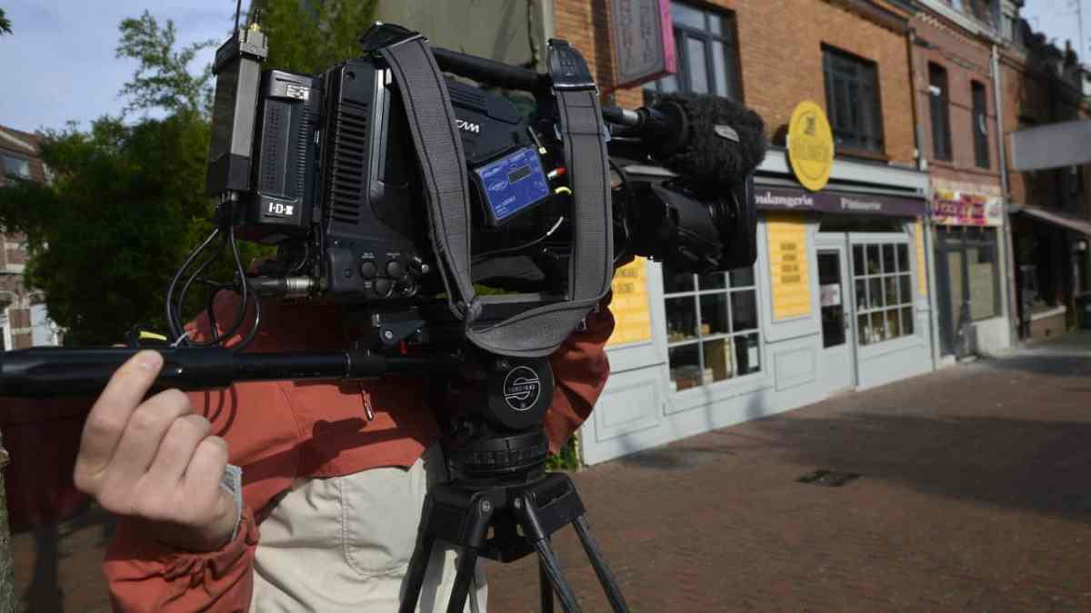 camera devant boutique