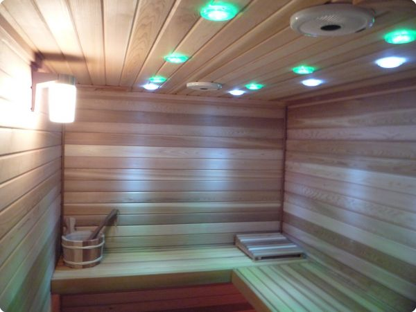 Chromotherapy lighting in the ceiling