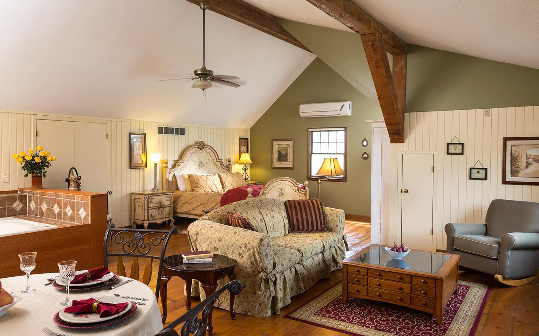Kansas Bed and Breakfast  Beautiful Inn Near Kansas City