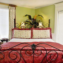 Cedar House Inn Floridian Suite bed