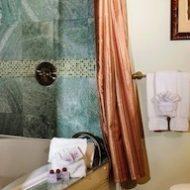 Cedar House Inn - Floridian Suite bathroom