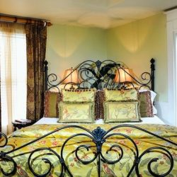 Cedar House Inn Floridian Suite Bed 2