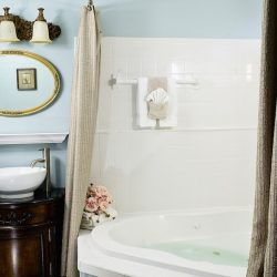 Cedar House Inn - Sanibel Bath