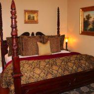 Cedar House Inn - Sanibel Bed