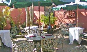 la_pentola_courtyard2_5x3