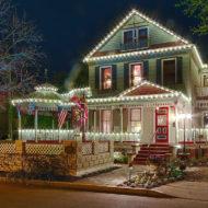 Cedar House Inn - night time lights