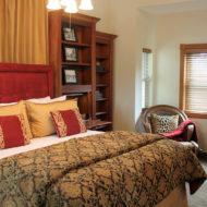 Cedar House Inn - Cordova Room bed