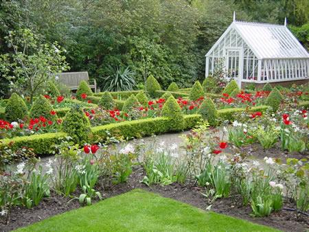 8 beautiful country gardens