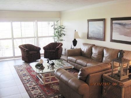 b-103-livingroom