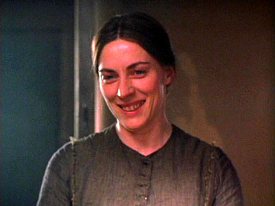 Saskia Reeves - Mrs. Cratchit