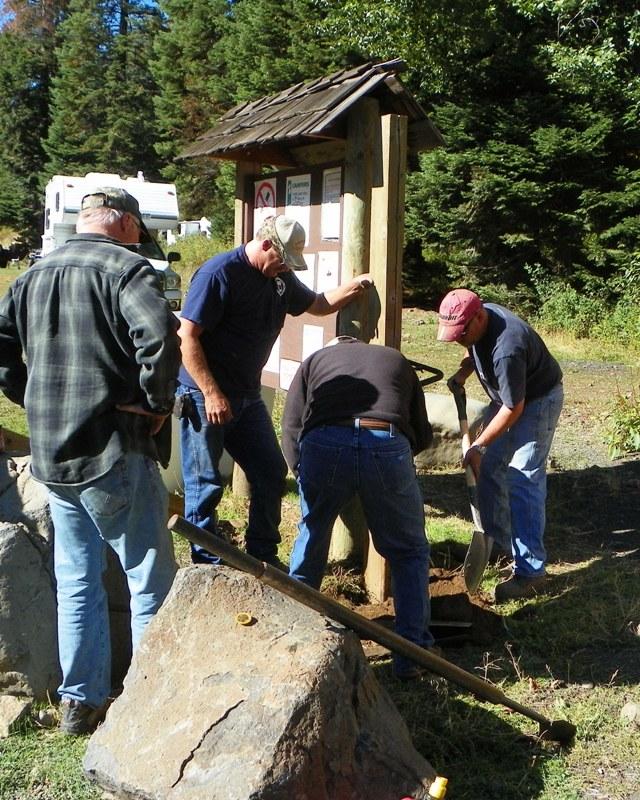 Photos: National Public Lands Day Volunteer Work in Yakima County 8