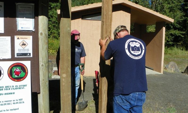Photos: National Public Lands Day Volunteer Work in Yakima County 14